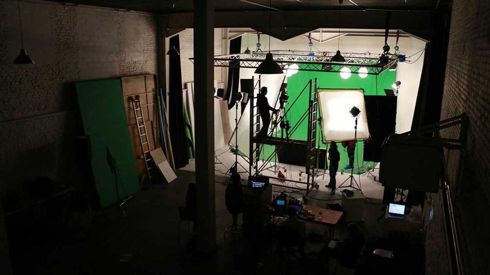 studio-green-key-screen-lighting-equipment-brussels-video-crew