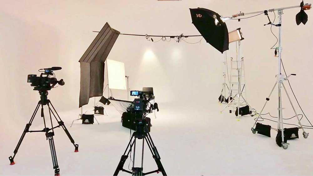 studio-muli-camera-light-equipment-corporate-sony-fs7